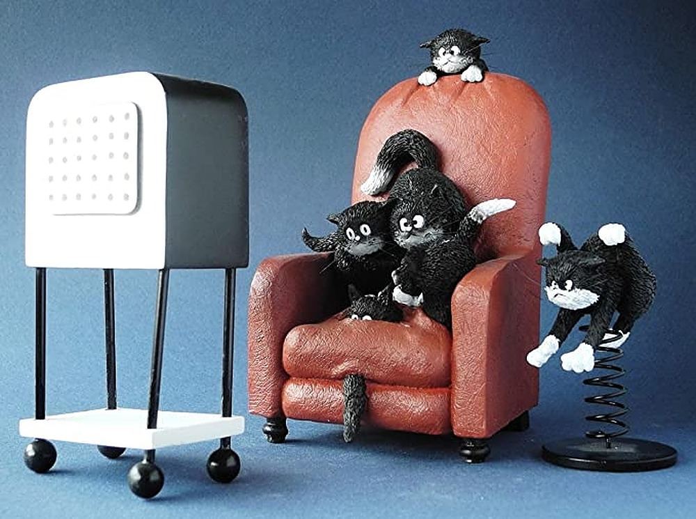 Cats Watching Horror Movie on TV Figurine Statue by Albert Allen | ArtworkNetwork.com